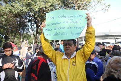 Ex taxista cuestiona a Morales por persecuciones y negociado con paradas