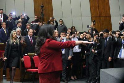 Llanes jura como nueva ministra de la Corte Suprema