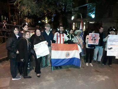 """Denuncian que policías obstruyeron el """"escrache a domicilio"""" a Benigno López"""