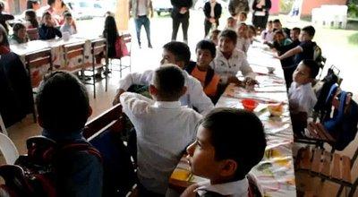 Alumnos de instituciones educativas reciben almuerzo escolar en Caaguazú