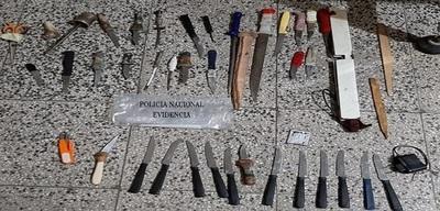 Requisan puñales y celulares en penal de Concepción