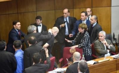Riera y Cubas pelean en plena sesión de la Cámara de Senadores
