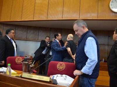 Fue 'el agua que llegó a rebasar el vaso', afirma senador Barrios