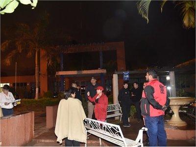 Incidentes entre manifestantes y guardias del intendente en J. Augusto Saldivar
