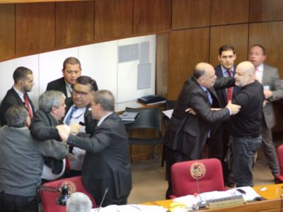 Llano pide disculpas por lo que pasó en el Senado