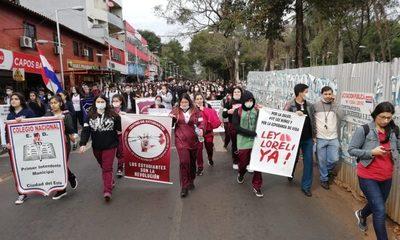 Jóvenes salen a las calles a pedir aprobación de ley Loreli