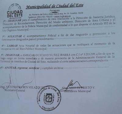 "Aparatoso procedimiento comunal para ""recuperar"" Terminal de Ómnibus de CDE"