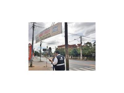 Retiran pasacalles prohibidos de avenidas de la capital