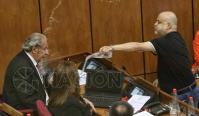 HOY / ¿Sancionarán a senadores? Calé pide incluir agresión que recibió de Payo con botellita de agua
