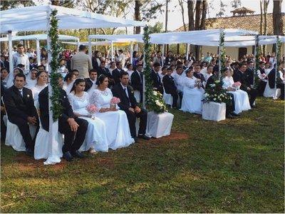 Boda comunitaria une a más de 100 parejas en Caaguazú