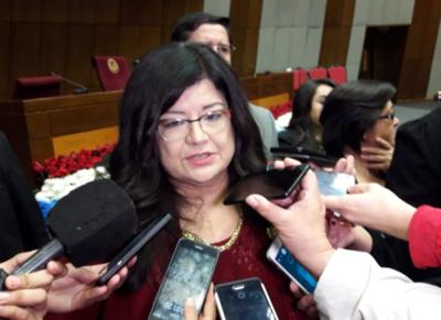 Carolina Llanes a favor de tobilleras electrónicas para combatir el hacinamiento