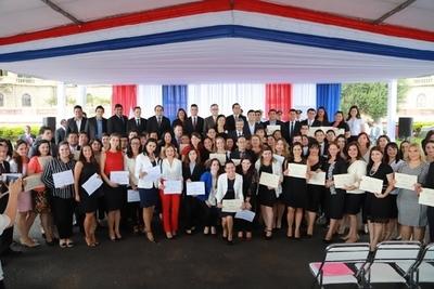 Becal: 145 nuevos adjudicados recibirán sus certificados de becas