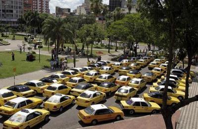 """Taxistas amenazan con """"sitiar"""" Asunción y otras ciudades, desde este martes"""