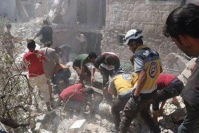 Una decena de civiles, entre ellos un periodista, mueren en bombardeos en Siria