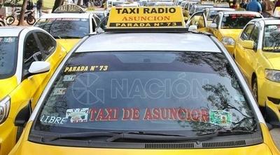 """HOY / Taxistas recrudecerán protesta contra MUV y Uber: anuncian """"paro nacional indefinido"""" desde el martes"""