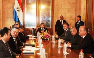 Autoridades de los tres poderes participan de cumbre en Palacio de Gobierno