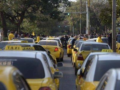 Policía emite alerta de seguridad por paro de taxistas