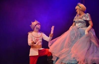 La Cenicienta En El Teatro Latino Sigue Todo Julio