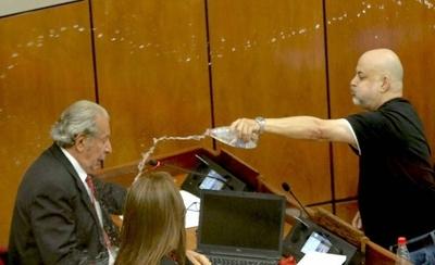 HOY / Senado analiza sanciones a Enrique Riera y Paraguayo Cubas