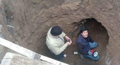 Hallan una cueva prehistórica bajo el patio de una casa en Argentina
