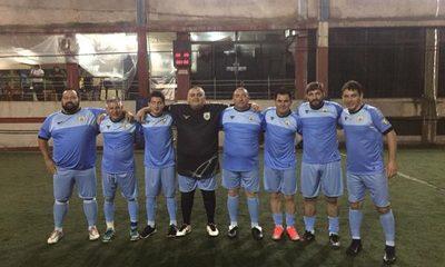 Uruguay se recupera y golea