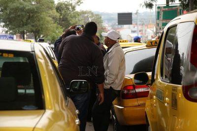 """Acusan a taxistas de """"presentar exigencias que ni ellos cumplen"""""""