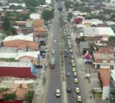 Taxistas crean caos en puntos estratégicos de Asunción