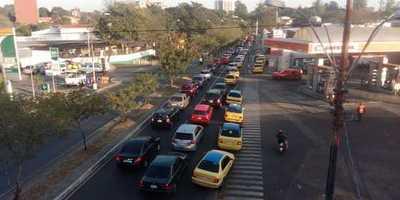 Los taxis van a la huelga para que se regule a Uber y Muv