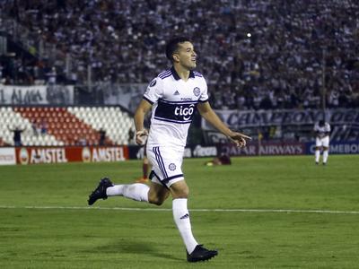 Olimpia lleva la iniciativa ante Liga de Quito