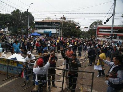 Periodista denunció manoseo de taxista en vivo