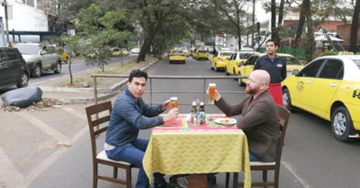 Pusieron silla  y mesa sobre Mcal. López