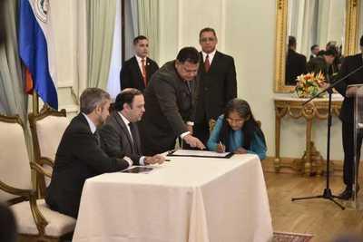 Paraguay resarce con inmueble a madre de niño fallecido hace 19 años