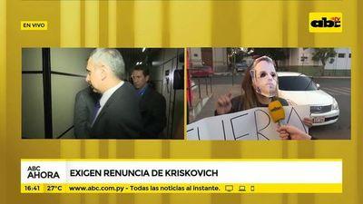 Estudiantes exigen renuncia de Kriskovich