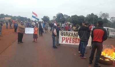 Productores de mandioca siguen con protesta