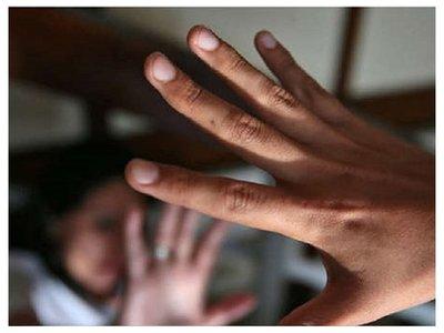 Hombre abusaba de sus tres hijastras y otra nena en complicidad con la mamá