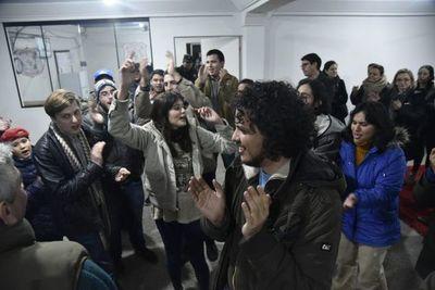 Liberan a jóvenes aprehendidos durante protesta contra Marito