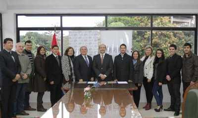 Estudiantes de Politécnica UNA realizarán pasantías en instalaciones del Mitic