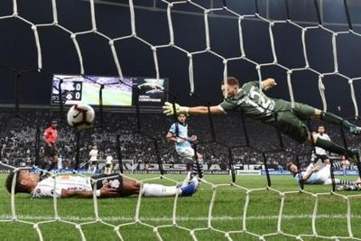 Corinthians con chapa de favorito saca buena ventaja ante el Montevideo Wanderers