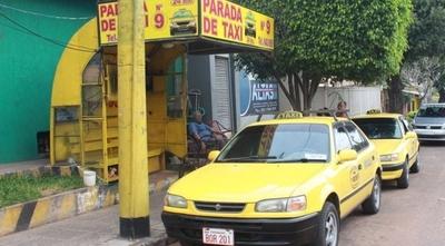 HOY / Informe (tardío) de Ferreiro no aclara quiénes son dueños de las paradas de taxi, cuestionan