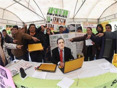 Petta pide que se lo investigue por supuesta compra irregular de laptops