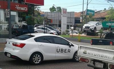 HOY / Que por ley obliguen a Muv y Uber llevar distintivos que los identifiquen, piden