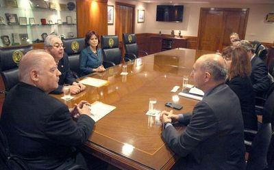 Ministros reciben a delegación de UE en Paraguay