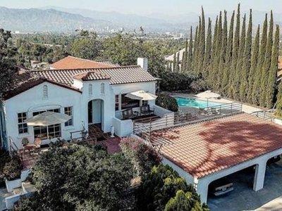 Buscador de fantasmas compra la casa de la matanza de Charles Manson