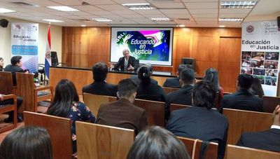 Estudiantes se informaron sobre la administración de justicia