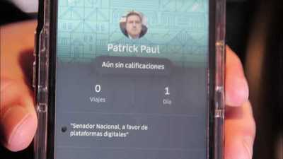 Senador es chofer de Uber para saber qué piensa el usuario