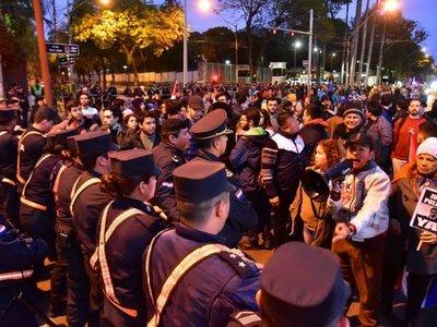Preparan nuevas manifestaciones contra acuerdo sobre Itaipú