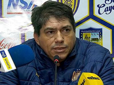 Roberto Torres aprecia el rendimiento de Luqueño