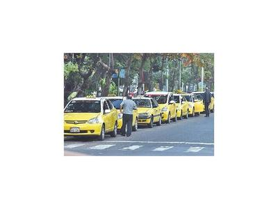 Concejales de capital inician estudio sobre las paradas de taxis