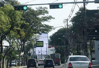Los semáforos no están sincronizados en avenida