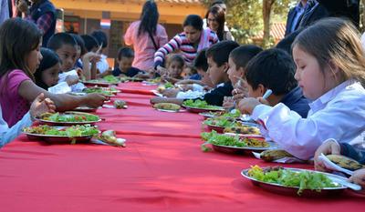 Comuna persiste con involucramiento de productores para el almuerzo escolar
